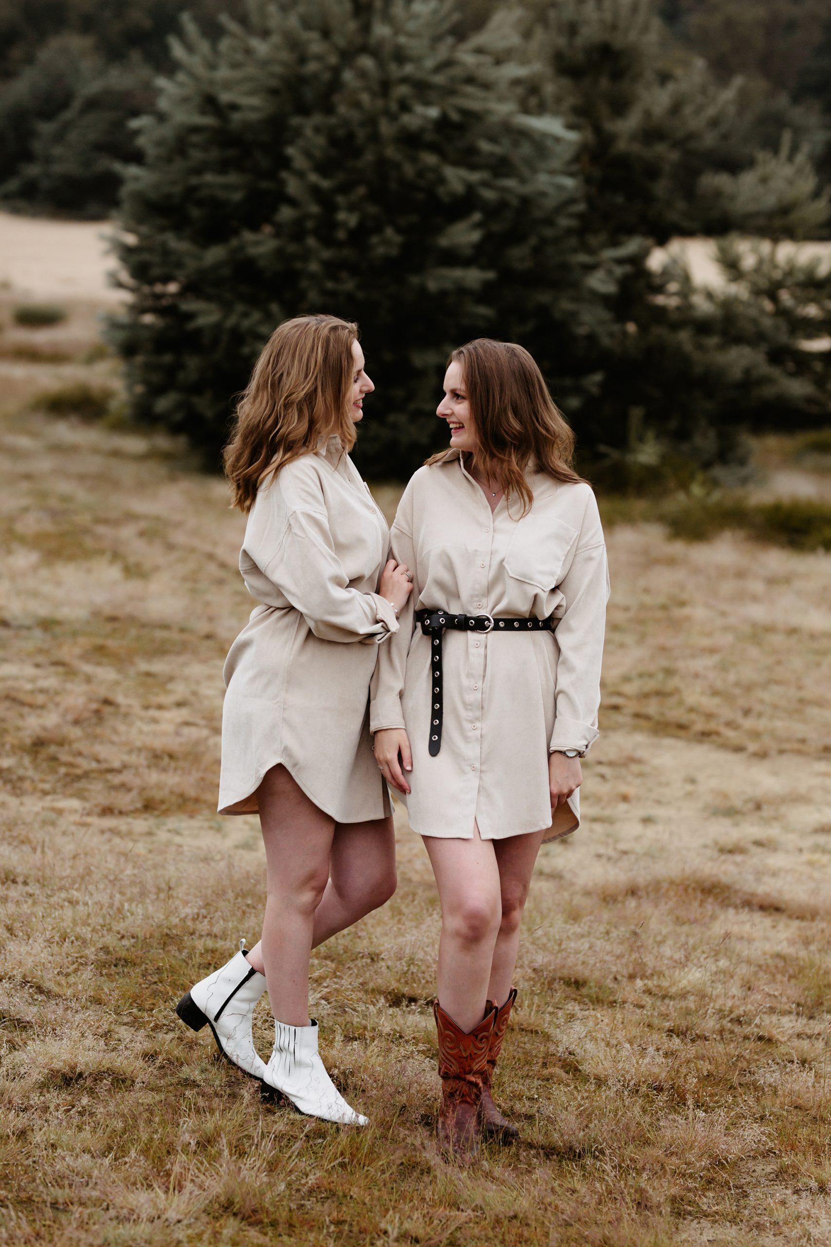 familiereportage fotoshoot familiefotoshoot kim vos fotografie nuenen tweeling zussen